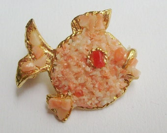Vintage kissing fish pin or brooch pink blush crushed coral encrusted gold tone tropical beach jewelry