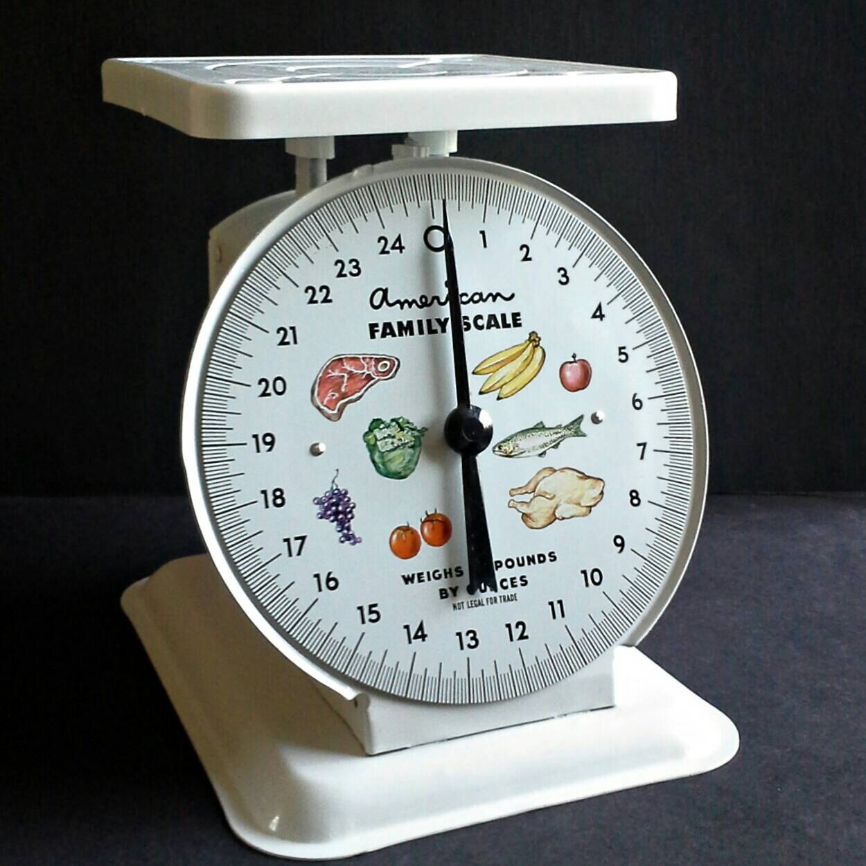 American Family Scale 25 Lb White Metal Fruit Food Face