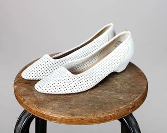 Vintage White Woven Kitten Heels- Heeled Slip On Shoes Slightly Pointed Casual Dress Women's Shoe - Size 6 1/2