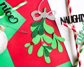 Mistletoe Ball Christmas Decor // Christmas Decorations // Hanging Mistletoe // Holiday Decor // Mistletoe Kiss Ball // Mistletoe Ornament