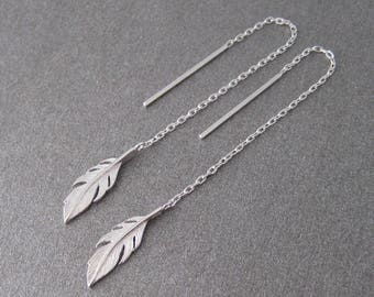 Earrings dangling chains through 925/1000 silver feather