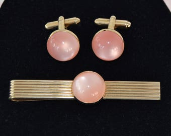 Vintage Tie Clip and Cuff Links Set in Gold-Tone Metal with Peachy Pink Moonglow