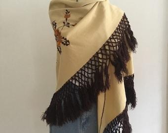 Flower fringe scarf
