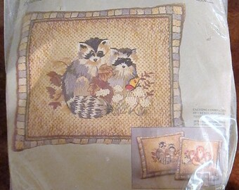 Vintage Columbia-Minerva RACCOON Family Pillow Crewel Needlepoint Kit Erica Wilson 2078 SEALED
