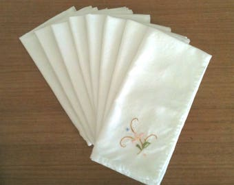 Vintage Set of 8 Linen White Cloth Table Napkins Embroidered Corners