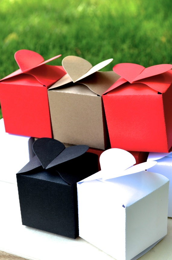 Set of 10 Heart Topped Favor Boxes in white, red, kraft, black or vintage map. You choose!