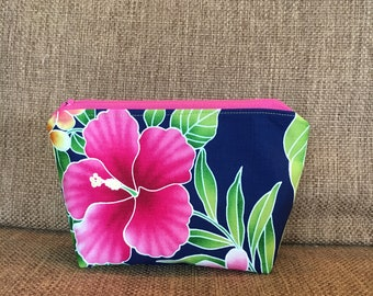 Pink hibiscus and tropical green leaves on a midnight blue background  - Pouch with Zipper