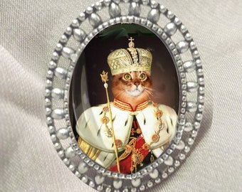 ring with cat: cat dressed in crowned tsar