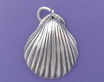 CLAM Shell Charm .925 Sterling Silver, Scallop Seashell Beach Ocean Pendant - sc296