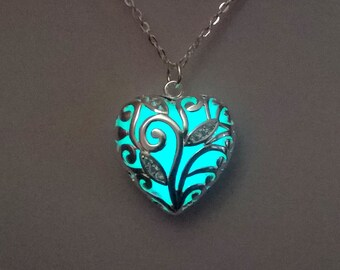 Glow in the Dark - Heart Necklace - Glowing Necklace - Chrisrmas Gift - Glowing Jewelry - Heart Pendant  - Gifts for Her