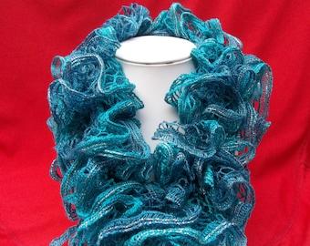 Fancy scarf blue / green with ruffles