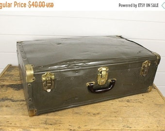 SALE Vintage Dark Green Metal Luggage Suitcase, Large Suitcase Trunk, Green Gold Accents, Green Suitcase, Army Green, Large Suitcase, Old Me