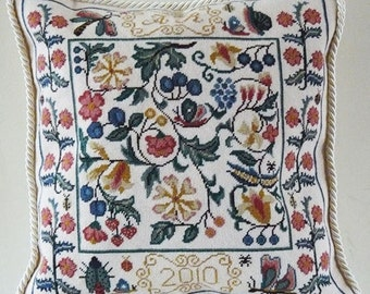 TP 019 English Garden Tapestry Needlepoint Cushion Kit CHARTED