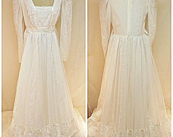 70's Lace Wedding Dress with White Embroidered Mesh Size 12