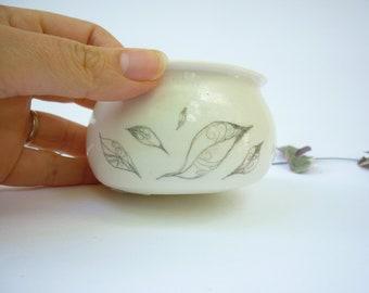 bougeoir,photophore, pot porcelaine,fait main, blanc dessins de plumes, poterie zen et chic,artisanat français,cadeau mariage,fete des mères