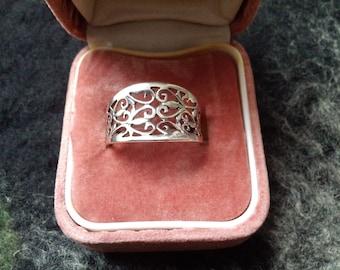Ladies silver filigree ring
