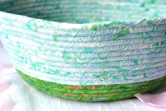 Spring Green Bowl, Handmade Batik Basket, Decorative Basket, Spring Gift Basket, Green Catchall Basket, Yarn Bowl, Greenery Napkin Holder