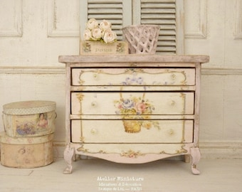 Miniature chest of drawers in wood, Shabby PINK, Marie-Antoinette, Furniture for a French dollhouse in 1:12th scale