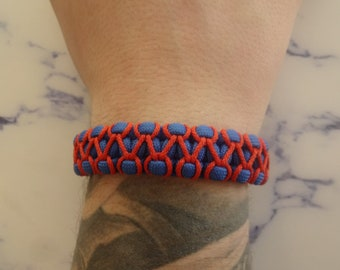 Made of 100 and 550 Paracord survival bracelet blue and Orange