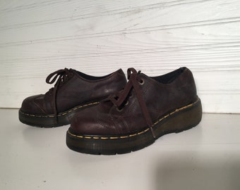 Dr. Martens Brown shoes Air cushion sole size 6 US doctor doc platform laces grunge preppy worker sturdy