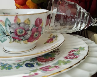 Vintage Mismatched China, Vintage Wedding, Dinner Party, Luncheon, Tea Party, Bridesmaids Gifts, Hostess Gifts, Shabby Chic,4pc placesetting