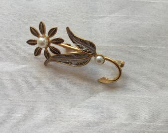 Vintage 1980s Gold and White Floral Pearl Brooch