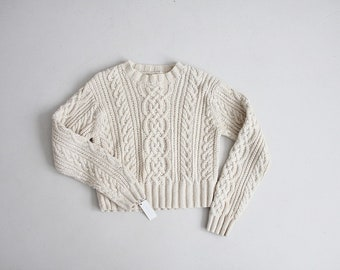 cropped cable knit sweater | abercrombie & fitch sweater | white cotton sweater