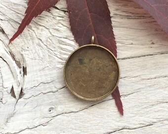 Bezel Pendant Blank, blank bezel setting vintage look brass 18mm set of 2