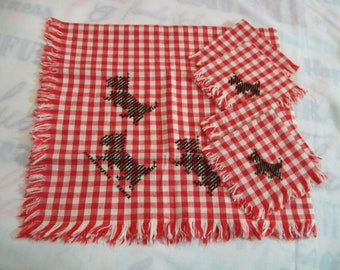 Vintage Tablecloth with Napkins, Red and White Gingham Tablecloth with Black Dogs, Vintage Kitchen, 1950s Tablecloth with Embroidery