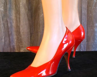 Vintage 1950s Red Pearlized Stiletto Pumps / Vintage 50s Deliso Debs Shoes