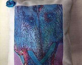 Message pillow for elephant lovers - Elephant love