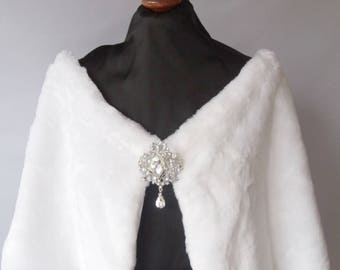Winter Wedding Faux Fur with brooch, Capelet Bride's Cape  white or Ivory faux fur