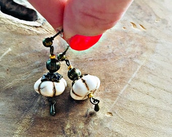 New-> TÉLICA earrings howlite beads