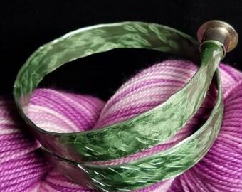 Hammered Aluminum Knitting Needle Bracelet Shiny Green sz 13 Boye needle Jewelry/handmade adjustable bangle Yarn Crochet Knit Art Textured