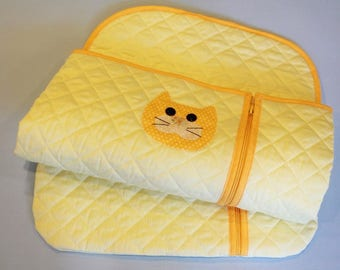 Sleeping bag in quilted yellow cotton