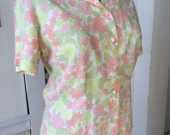 Vintage 1950s 1960s Retro Floral Crepe Fitted Blouse Short Sleeves Size 34 Size Large