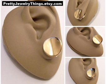 Avon Curved Disc Clip On Earrings Gold Tone Vintage Thick Round Polished Reflective Waved Buttons