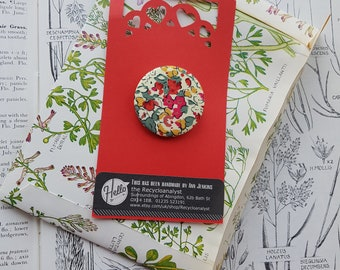 Liberty Fabric Brooch Pin Badge - Claire Aude Red - 36mm - Birthday Badge - Collar Pin - Lapel Pin - Design Classic - Simple Chic Accessory
