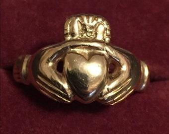 Solid 14k HEAVY 8.4 Gram Irish Claddagh Ring Size 8 3/4