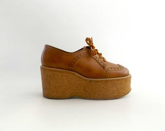 platform oxford shoes - women's size 8 - vintage 60s brown faux leather - chunky cork heels - hippie boho loafers - 1960s bohemian hippy