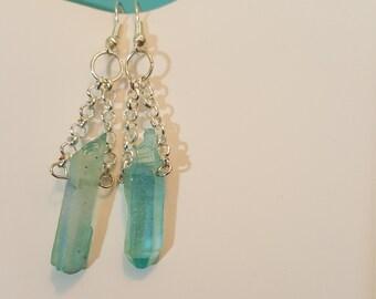 Crystal point earrings shimmery, blue.