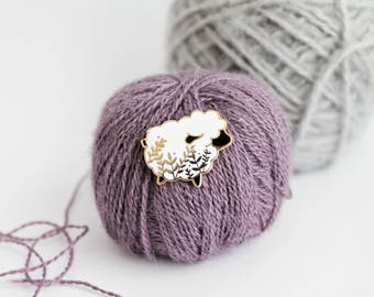 Little Sheep - Gold Plated Hard Enamel Pin Knitters Flair