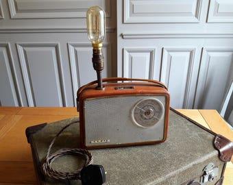 Upcycled, vintage transistor radio lamp. Unique lamp. Retro 1950s.