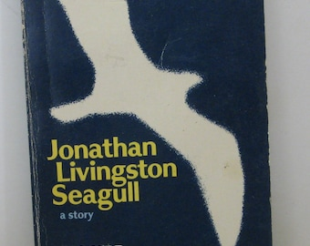 Jonathan Livingston Seagull Paperback Novel Richard Bach 5th Printing 1973 Vintage