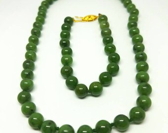 Vintage nephrite necklace and bracelet set