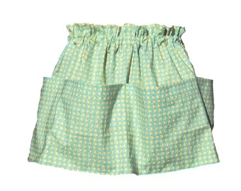 Gathering Apron, Gardening Apron, Clothespin Apron, Harvest Apron 4 Large Pockets in Green
