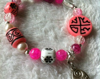 Gorgeous and playful pink bracelet