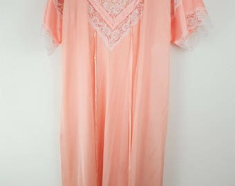 Shannon Lee Nightgown and robe set, pink with white lace detail, Size Medium