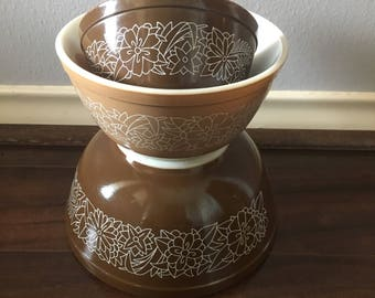 Brown & tan floral pyrex bowls