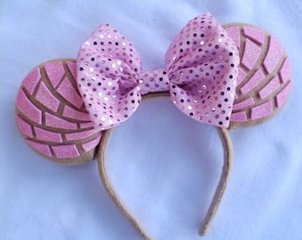 Light Pink Glitter Conchas with Hot Pink Bow Minnie Mouse Ears, Millenial Pink Conchas Minnie ears.